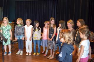 applaus voor de violisten van het zomerconcert
